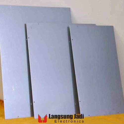 Plat besi SECC 1.0 mm 20x30 cm -SOLD