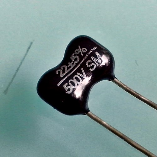 22pF 500V silvered mica capacitor, each