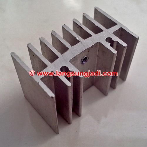 Aluminium heatsink PCB-mount